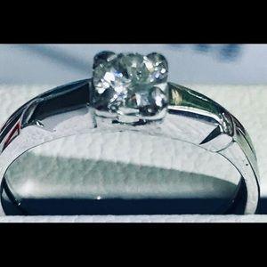 Jewelry - Ladies Gorgeous 1.0 CTW White Topaz Ring